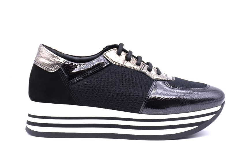Women's sneaker platform in patent and